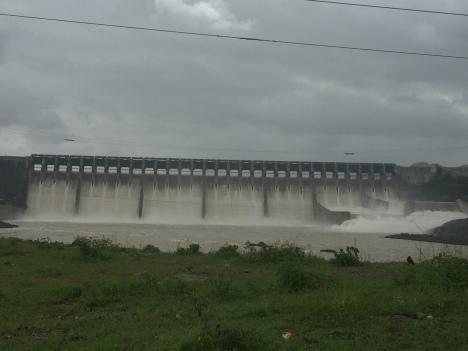 over flow narmada dam